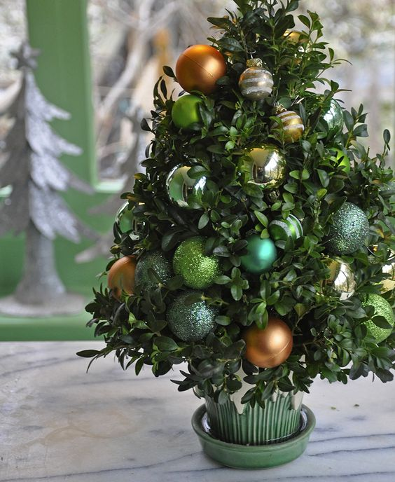 Seven Last Minute And Easy Christmas Decorating Ideas